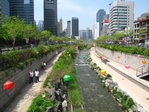 cheonggeyechon_river_in_seoul