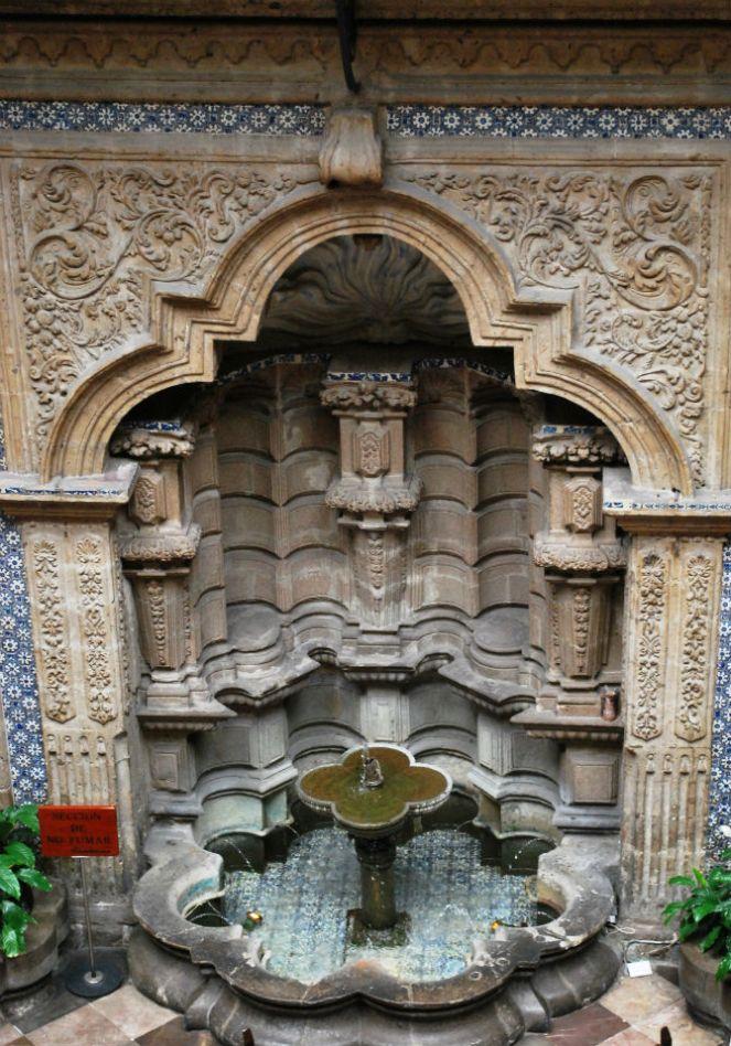 fuente_en_la_casa_de_los_azulejos