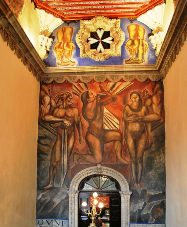 mural_en_las_escaleras_en_la_casa_de_los_azulejos