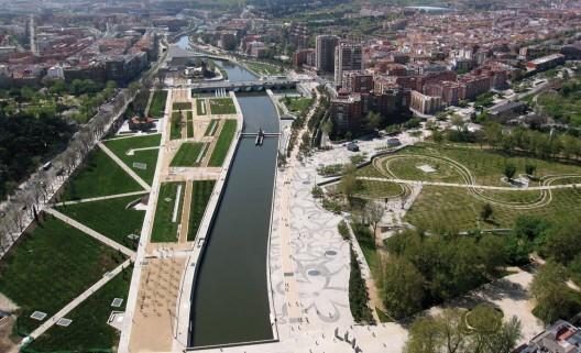 1397487654_6_ciudades_que_cambiaron_sus_autopistas_por_parques_urbanos_proyecto_madrid_rio