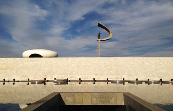 fachada-do-memorial-jk